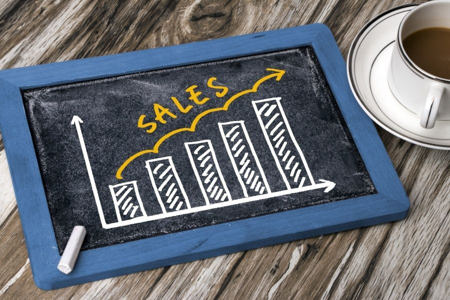 Inside Sales vs Outside Sales — What Are the Differences?